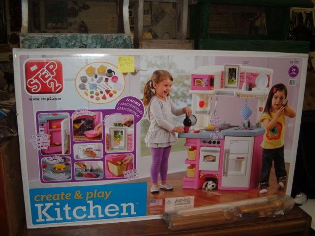 PRICE REDUCED CREATE AND PLAY KITCHEN STEP 2