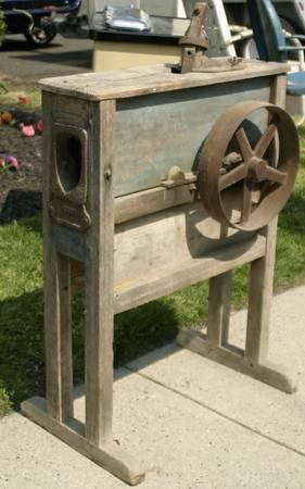 Primitive Antique Corn Sheller Husker Shucker Farm Tool