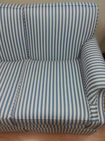 Brilliant Pristine Blue White Striped Couch For Sale In Asotin Creativecarmelina Interior Chair Design Creativecarmelinacom