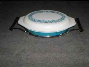 PYREX BLUE IVY PROMOTIONAL DIVIDED DISH W LID  CRADLE - $12 PIEDMONTWREN HIGH AREA