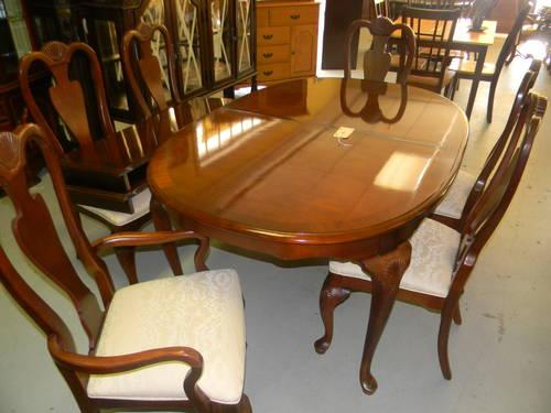 Queen Anne Dining Room Table W 6 Chairs China Cabinet