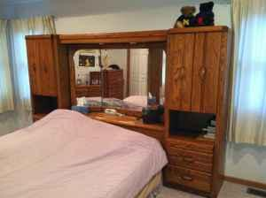 Queen Bed Wall Unit Mirrored Headboard Amp Dresser Combo