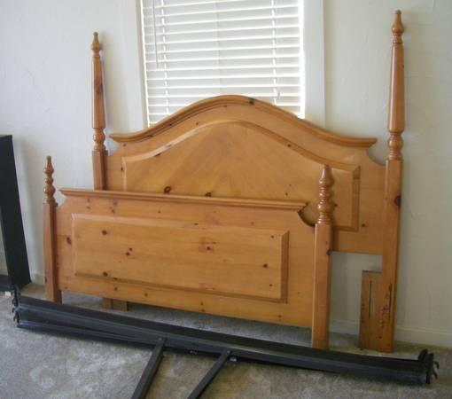 Queen Or Full Knotty Pine Bed