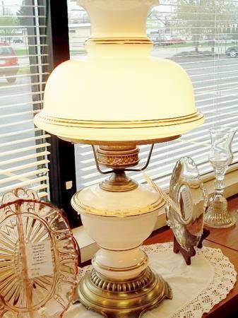 quoizel vintage table top hurricane lamp best offer for sale in. Black Bedroom Furniture Sets. Home Design Ideas
