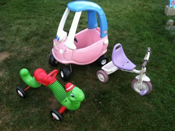 Radio Flyer tricycle and Little Tikes Cozy Coupe - $10
