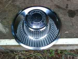 rally wheel center caps (vette style) - $25 (holden)