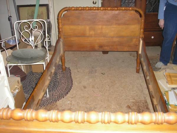 rare pair twin jenny lind spool beds for sale in land o lakes wisconsin classified. Black Bedroom Furniture Sets. Home Design Ideas