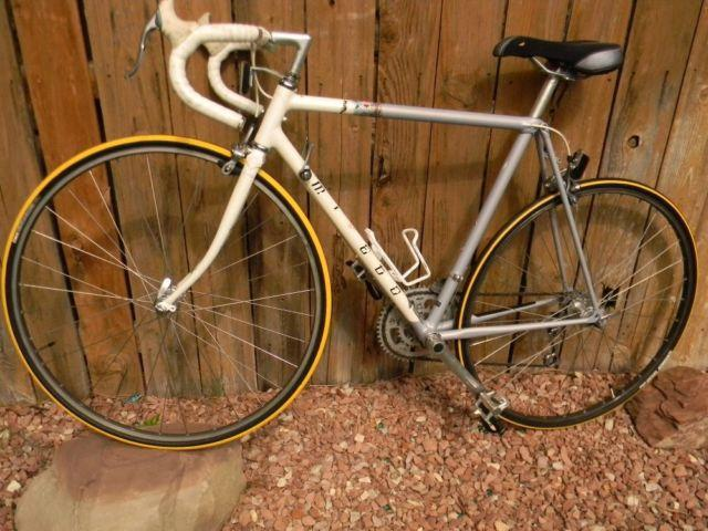Rare Vintage Light-weight 21 Speed Miyata Road Bike