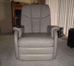 RECLINER - BERKLINE LEATHER MASSAGE CHAIR - $400