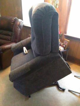 Recliner/Lift Chair with heat and massage
