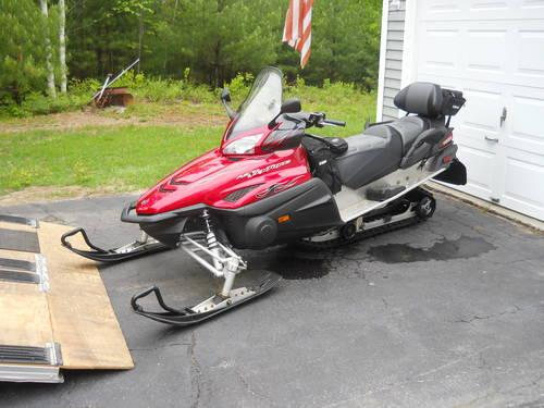 red 2005 yamaha rs venture 4 stroke snowmobile with only