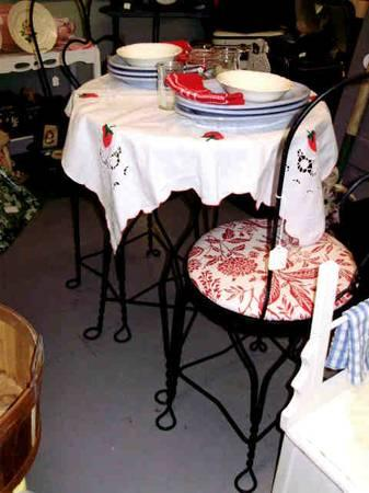 REDUCED VINTAGE 3 pc ICE CREAM CHAIRS  TABLE SET - $75