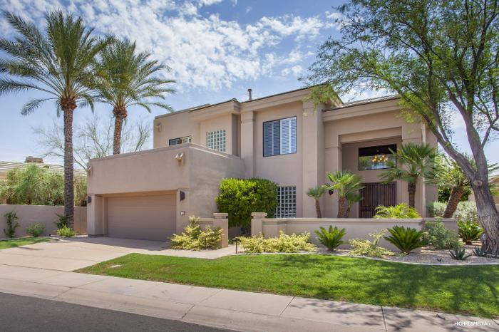Resort style living in gainey ranch for sale in scottsdale for Living room gainey ranch