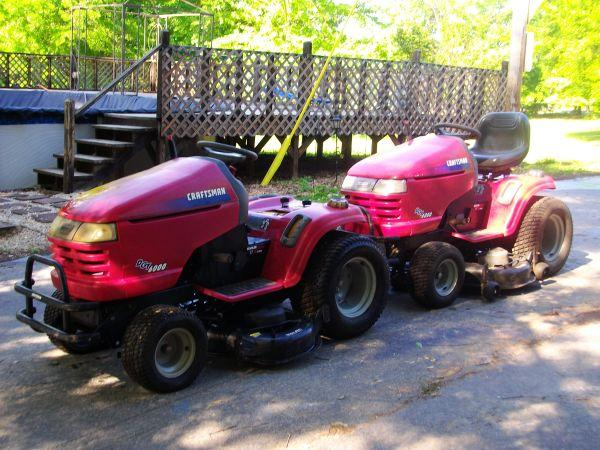 Riding lawn mower w parts mower - $800 Heflin, AL
