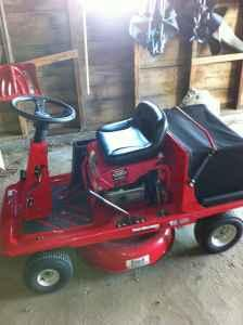 Riding lawn mower with Bagger - $350 (Janesville)