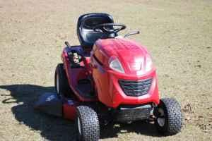 RIDING MOWER - $600 (DORCHESTER)