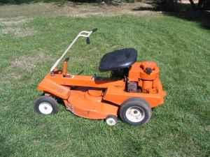 RIDING MOWER WOW! RUNS GREAT LOOKS GREAT AND CHEAP... -