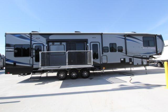 Road Warrior 427 Toy Hauler 2 Patios For Sale In Alvin
