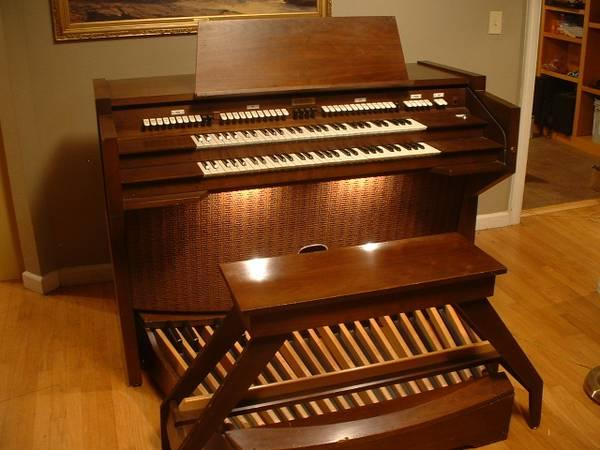 Rodgers Church/Classic Pipe Organ - $700