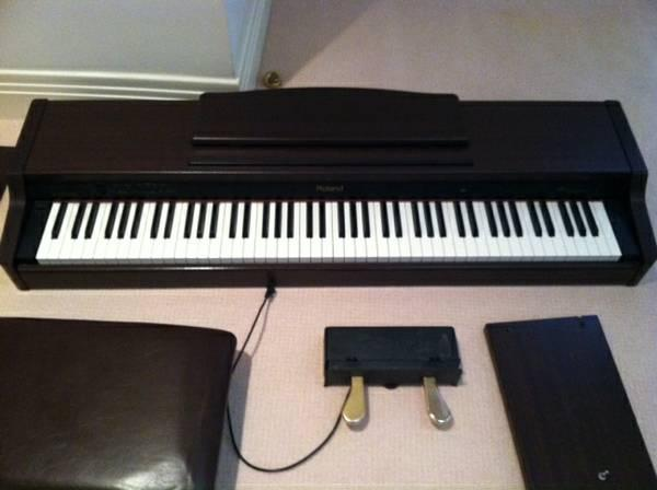 roland hp 1 digital piano for sale in thousand oaks california classified. Black Bedroom Furniture Sets. Home Design Ideas