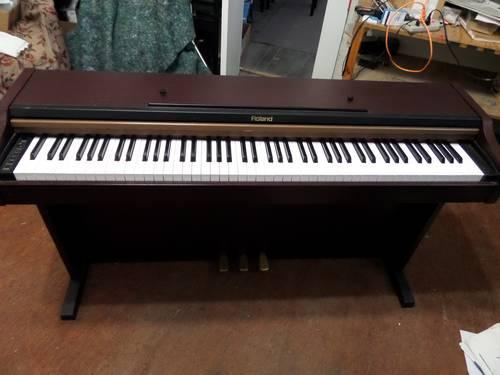 roland piano keyboard hp101mh for sale in jasper florida classified. Black Bedroom Furniture Sets. Home Design Ideas