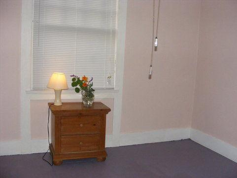 Room on the Emeryville-Oakland border ...$925/mo