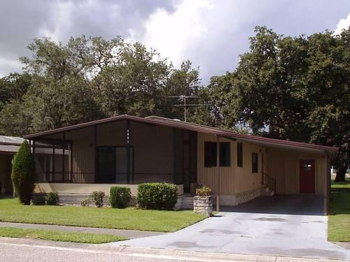 Roomy 2 bedroom 2 bath mobile with lot in oaks royal for Home furniture zephyrhills fl