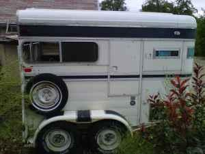ROOMY CIRCLE J TWO HORSE TRAILER - $1100 (nampa)