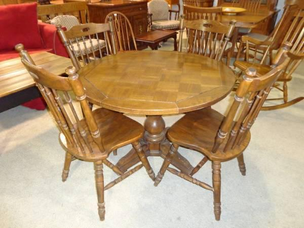 Round dining table w chairs for sale in lansing
