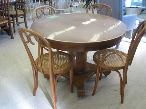 Round Quarter Sawn Oak Pedestal Table And 4 Chairs For
