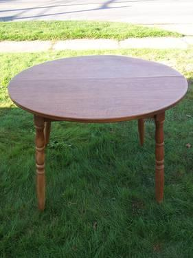 Round Wood Table 48 With 2 Chairs Nice For A Kitchen Or Dining Room F