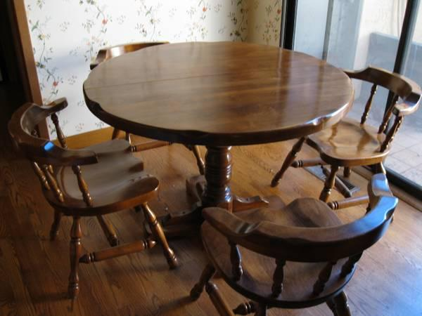 Round Wooden Kitchen Table And Chairs