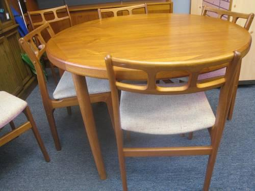 Dining table round dining table six for Round dining table for 6