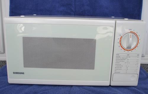 Samsung Compact White Microwave Oven 950 Watts For Sale