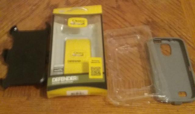 Samsung Galaxy S4 Cell Phone Otterbox Defender Case