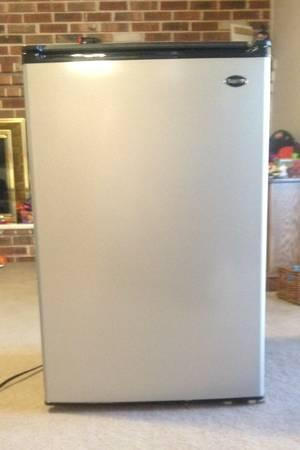 sanyo mini fridge for sale in phoenixville pennsylvania classified. Black Bedroom Furniture Sets. Home Design Ideas