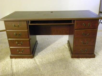 Sauder Heritage Hill Excutive Desk in Cherry with Black