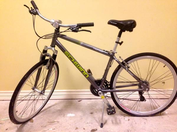 Schwinn Midmoor Men's 26in hybrid bike - $100