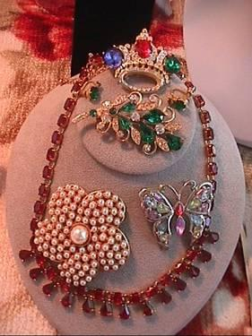 SELLING MY HIGH END VINTAGE COSTUME JEWELRY,best