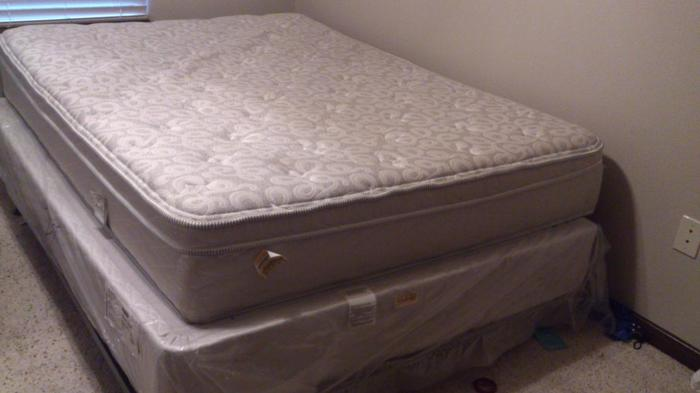 Serta Supreme Gel Euro Top Queen Size Mattress For Sale For Sale In