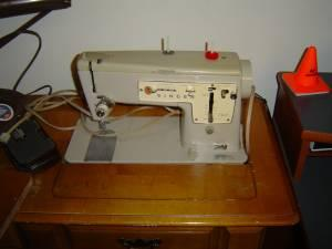 Sewing Machine - Singer - $125 (Nicholasville)