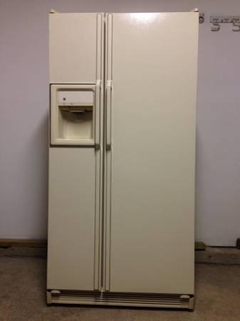 Side By Side Double Door Ge Refrigerator In Great Shape