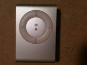 silver ipod shuffle - $25 (bolivar/springfield)