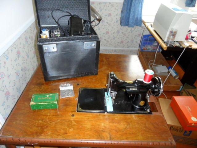 Singer Featherweight 221 Sewing Machine wcase and Orig. Folding table