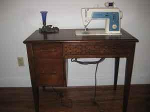 Exceptionnel Singer Sewing Machine In Cabinet *REDUCED*   $40