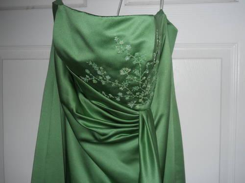 Size 16 Lt. Green Prom/Bridesmaid Gown...sleeveless