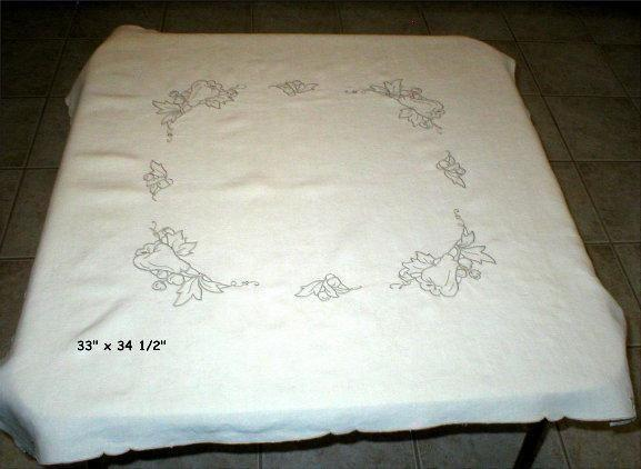 Small Tablecloth with 4 Napkins - Hand made in Portugal