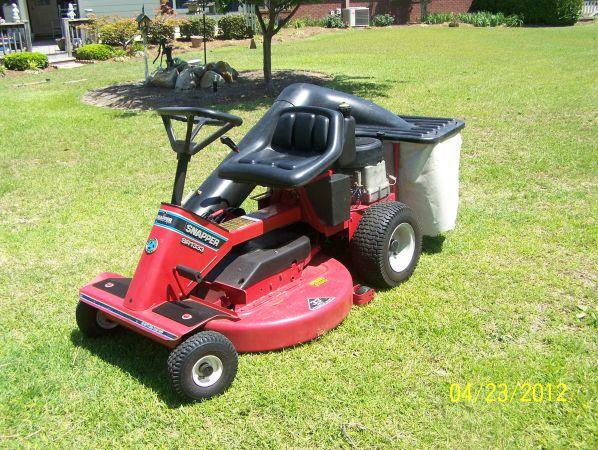 Snapper Riding Lawn Mower - $675 Warner Robins, GA