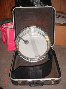 SNARE DRUM AND HARD SHELL CASE - $30 (HOPE MILLS )