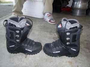 SNOW BOARD BOOTS * SIZE 12 * THIRTY TWO'S * ONLY USED 1